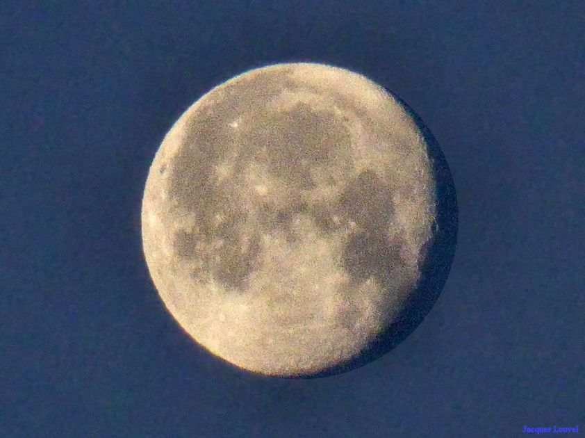 La Lune du 20 décembre 2013 vers 8h30