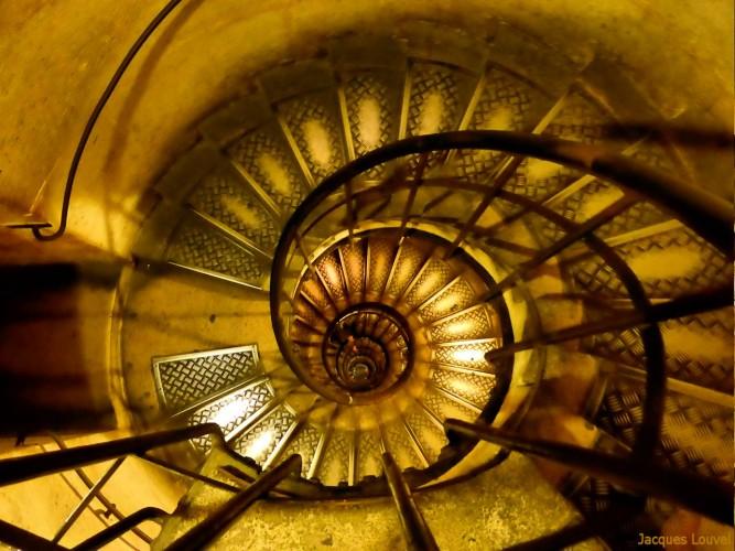 Pour monter au sommet de l'Arc de Triomphe...
