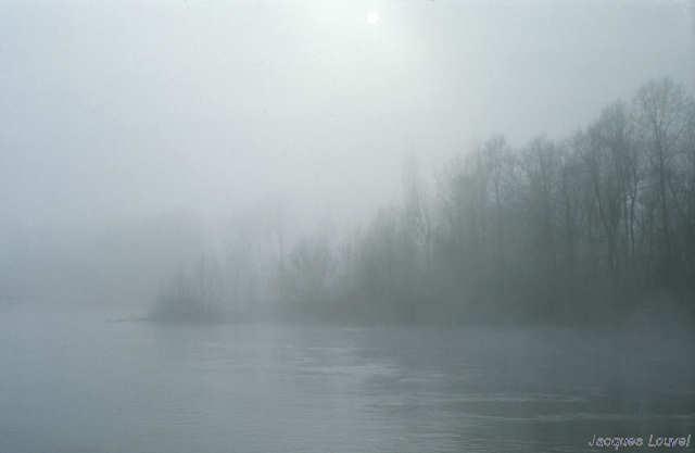 Carennac (Lot) : la Dordogne dans la brume