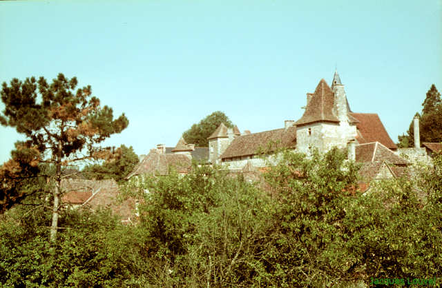 Carennac (Lot) : le prieuré vu du village