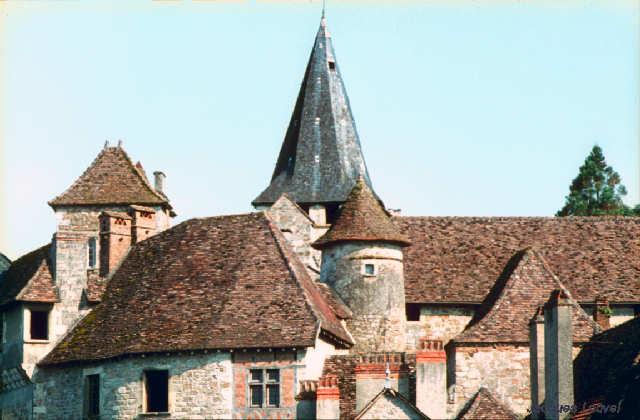 Carennac (Lot) : les toits du prieuré de Fénelon