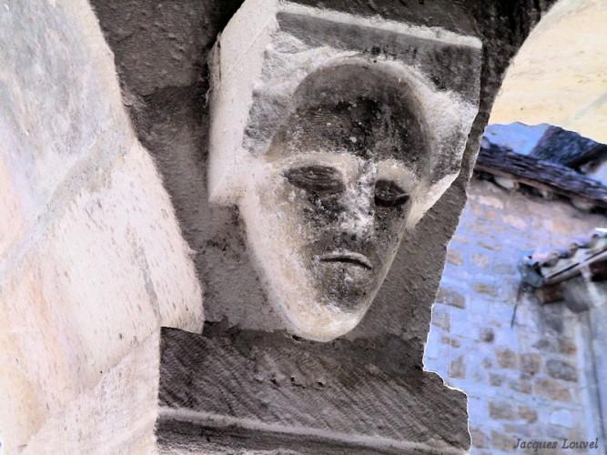 Carennac (Lot) : cul-de-lampe dans le cloître