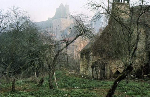 Carennac (Lot) : le château dans la brume