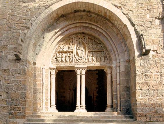 Carennac (Lot) : le porche de l''église Saint-Pierre