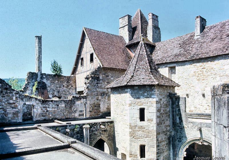 Carennac (Lot) : la tour de l'escalier du cloître en 1970