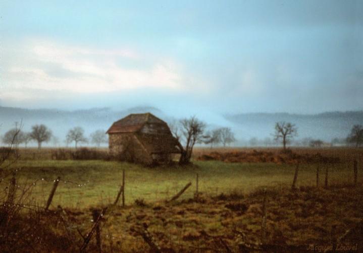 Carennac (Lot) : vallée de la Dordogne sous la pluie