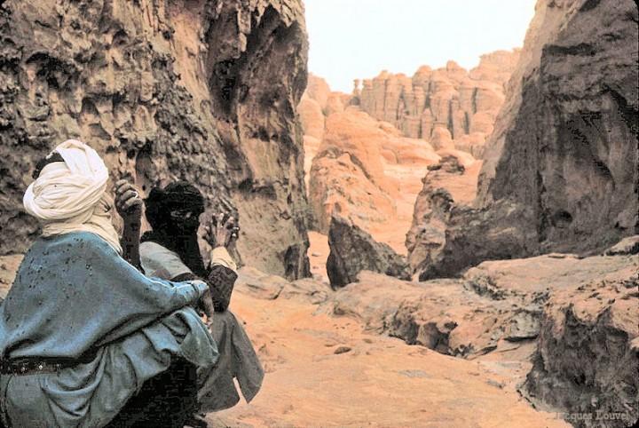 Tassili n'Ajjer : rencontre et palabres dans le désert